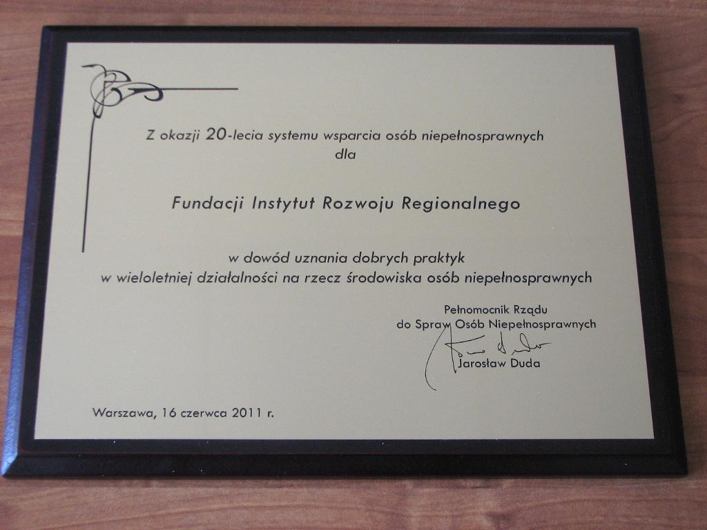 Grawerton dla Fundacji Instytut Rozwoju Regionalnego od Pełnomocnika Rządu do Spraw Osób Niepełnosprawnych