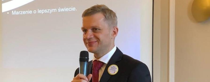 na zdjęciu widoczny jest Prezes Fundacji Instytut Rozwoju Regionalnego - Aleksander Waszkielewicz