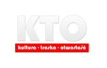 Logotyp Fundacji KTO. Logo znajduje się na białym tle. Znajduję się na nim biały napis KTO oraz rozwinięcie na czerwonym pasku: kultura - troska - otwartość.