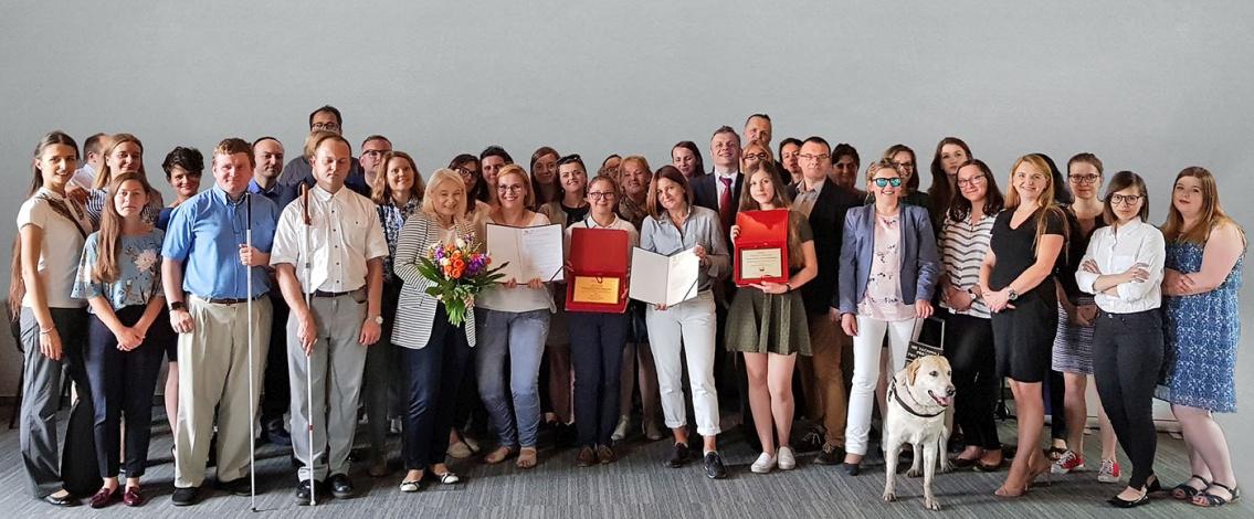 zespół Fundacji Instytut Rozwoju Regionalnego na zdjęciu grupowym