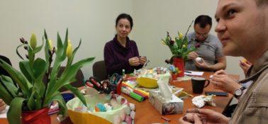 Wielkanocne malowanie pisanek w naszym biurze