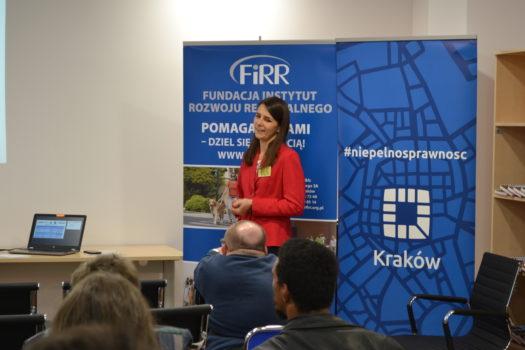 Magdalena Lubaś z FIRR podczas wystąpienia na konwencie regionalnym
