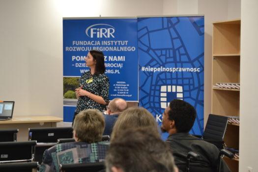 Joanna Piwowońska z naszej fundacji podczas wystąpienia na temat możliwości i warunków uczestnictwa osób z niepełnosprawnościami w życiu