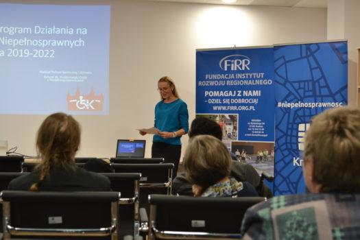 Elżbieta Kois-Żurek – Dyrektor Wydziału Polityki Społecznej i Zdrowia, Urząd Miasta Krakowa podczas wystąpienia na konwencie