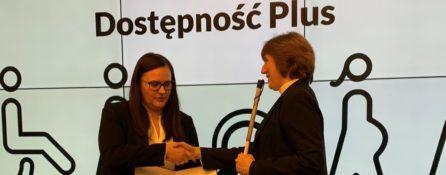 Anna Rozborska, wiceprezeska naszej Fundacji odbiera nominację na członkinię Rady Dostępności