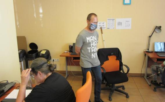 Na środku sali nasz informatyk opowiada o wirtualnym świecie