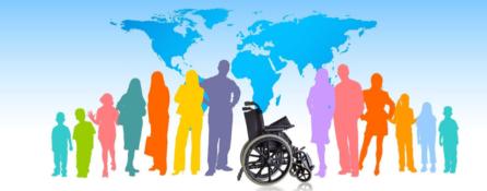 grafika. na tle konturów wszystkich kontynentów stoją kolorowe postaci. na środku, pomiędzy nimi, stoi wózek inwalidzki